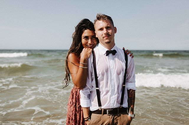 #norderney #norderneymeineinsel  #norderneyliebe #liebe #insel #hochzeit #inselhochzeit # badekarre #  #brautkleid #brautfrisur #brautstrauß #braut #strand #strandhochzeit #ney #heiratenamstrand #standesamt #dünen # meer #meerliebe #vintagewedding  #vintage #haarkranz #blumenkranz